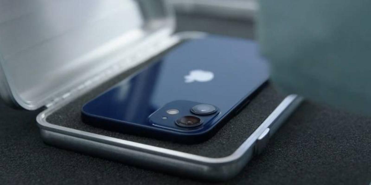 ¿Vuelve la moda de los móviles pequeños? Así es el nuevo iPhone 12 Mini